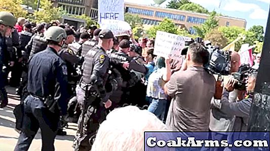 Open Carry March bij Kent State Clashes With Counter Protesters